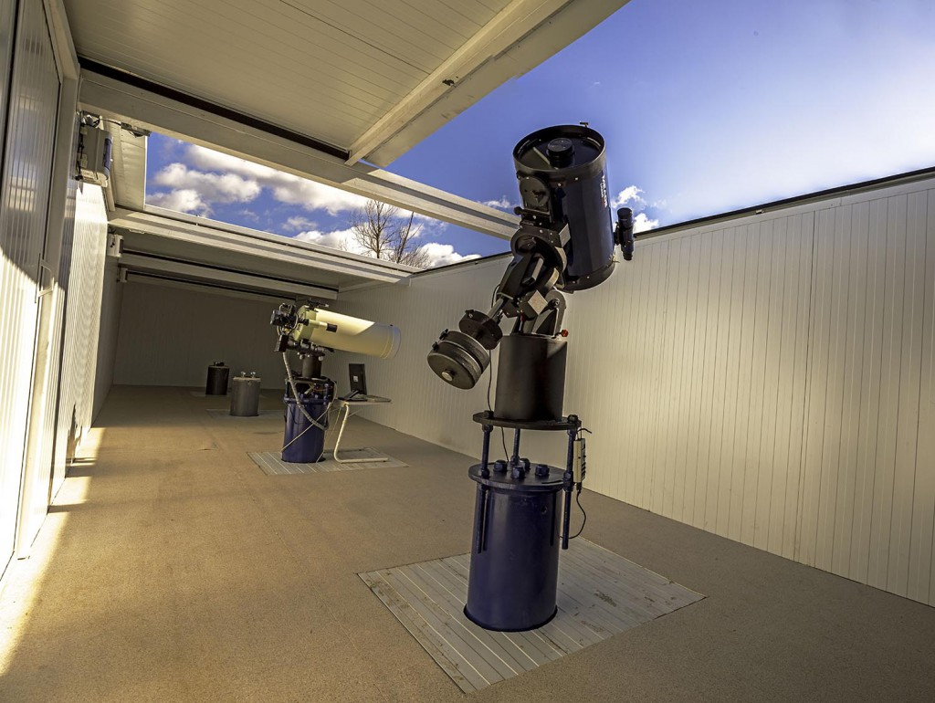 Telescopehosting in Spain supportted by Gemini Telescope Design.